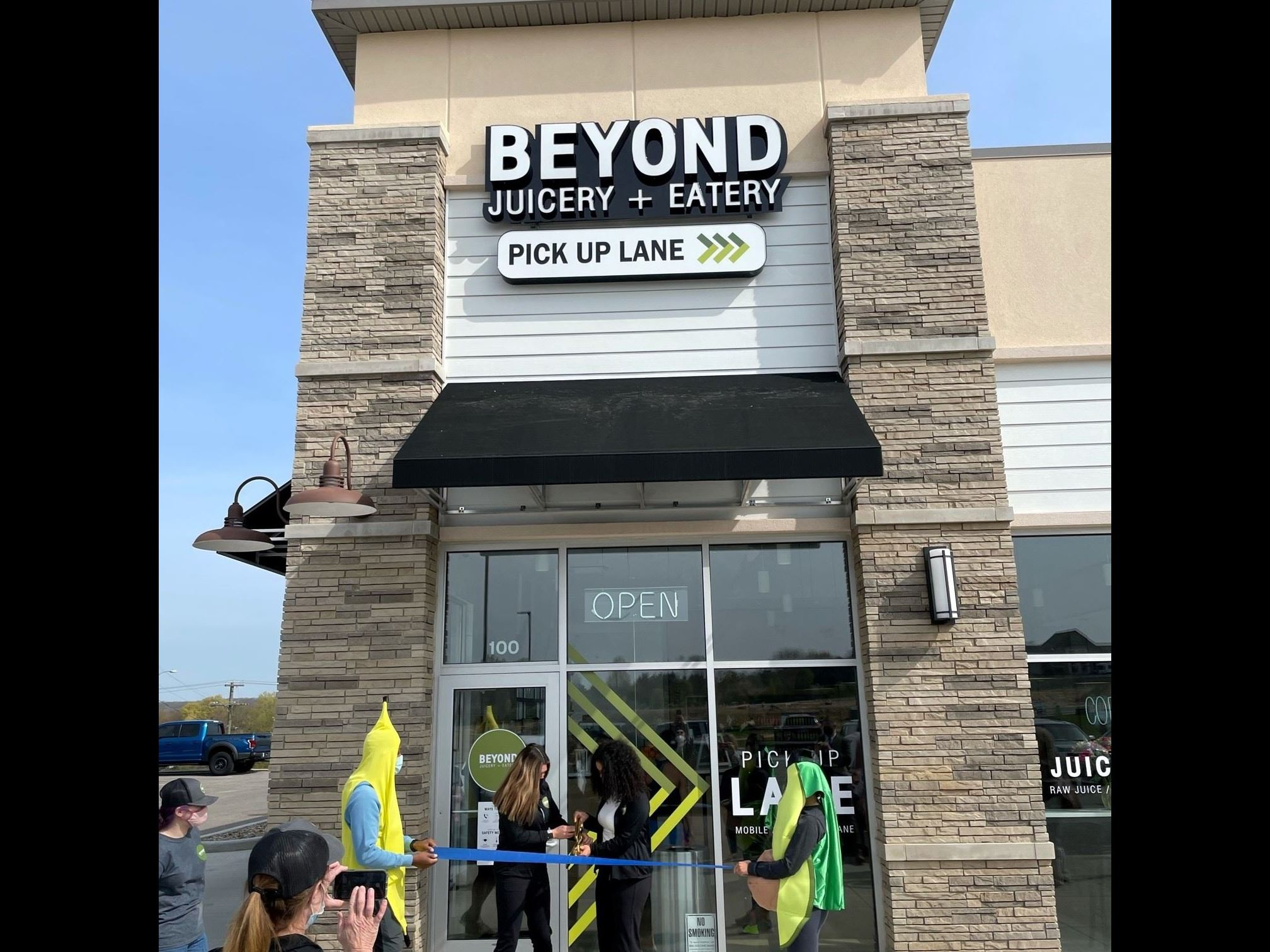 Beyond Juicery and Eatery Ribbon Cutting